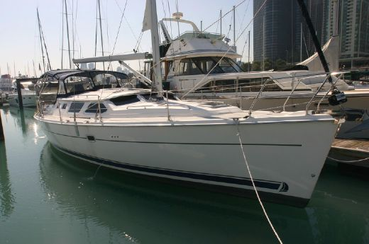 2006 Hunter Marine 44 Deck Salon