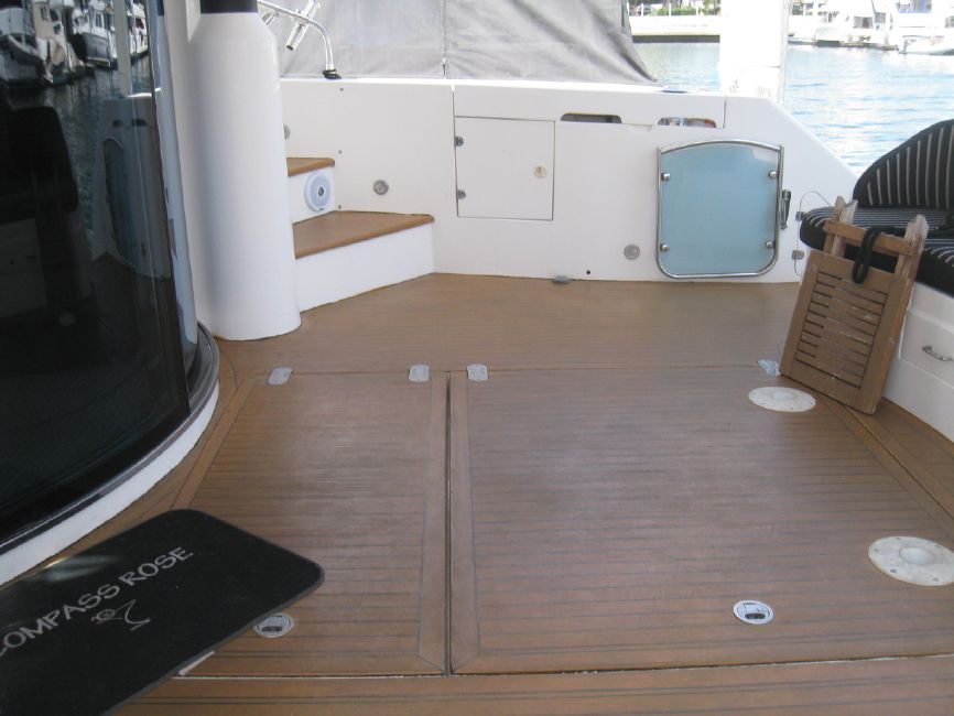 Fairline 62 Squadron Yacht Cockpit