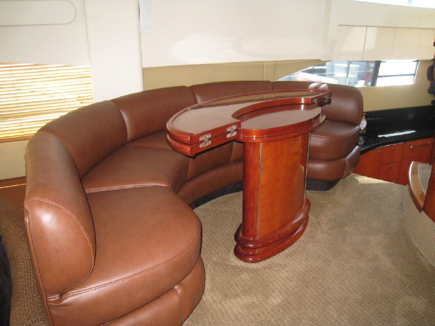 Fairline 62 Squadron Salon Dinette