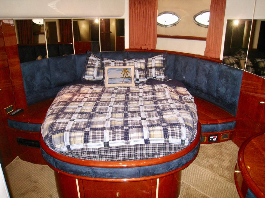 Fairline 62 Squadron Yacht Master Stateroom