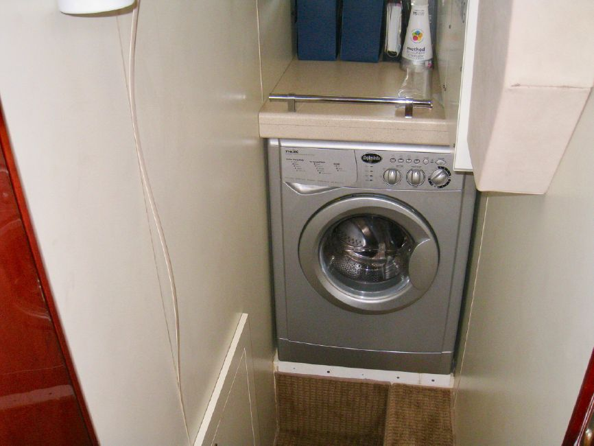 Fairline 62 Squadron Yacht Washer Dryer