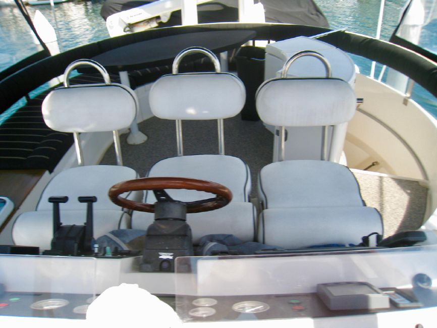 Fairline 62 Squadron Flybridge Helm Seats