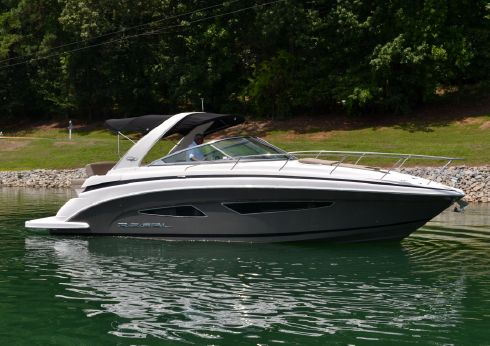 2015 Regal 32 Express Cruiser with Twin 300 DP