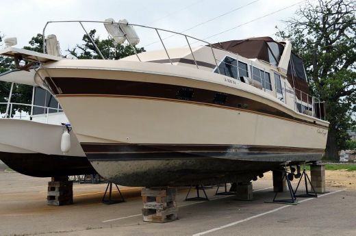 1982 Chris-Craft 381 Catalina