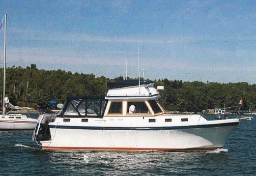 1986 Albin 34 Motor Yacht