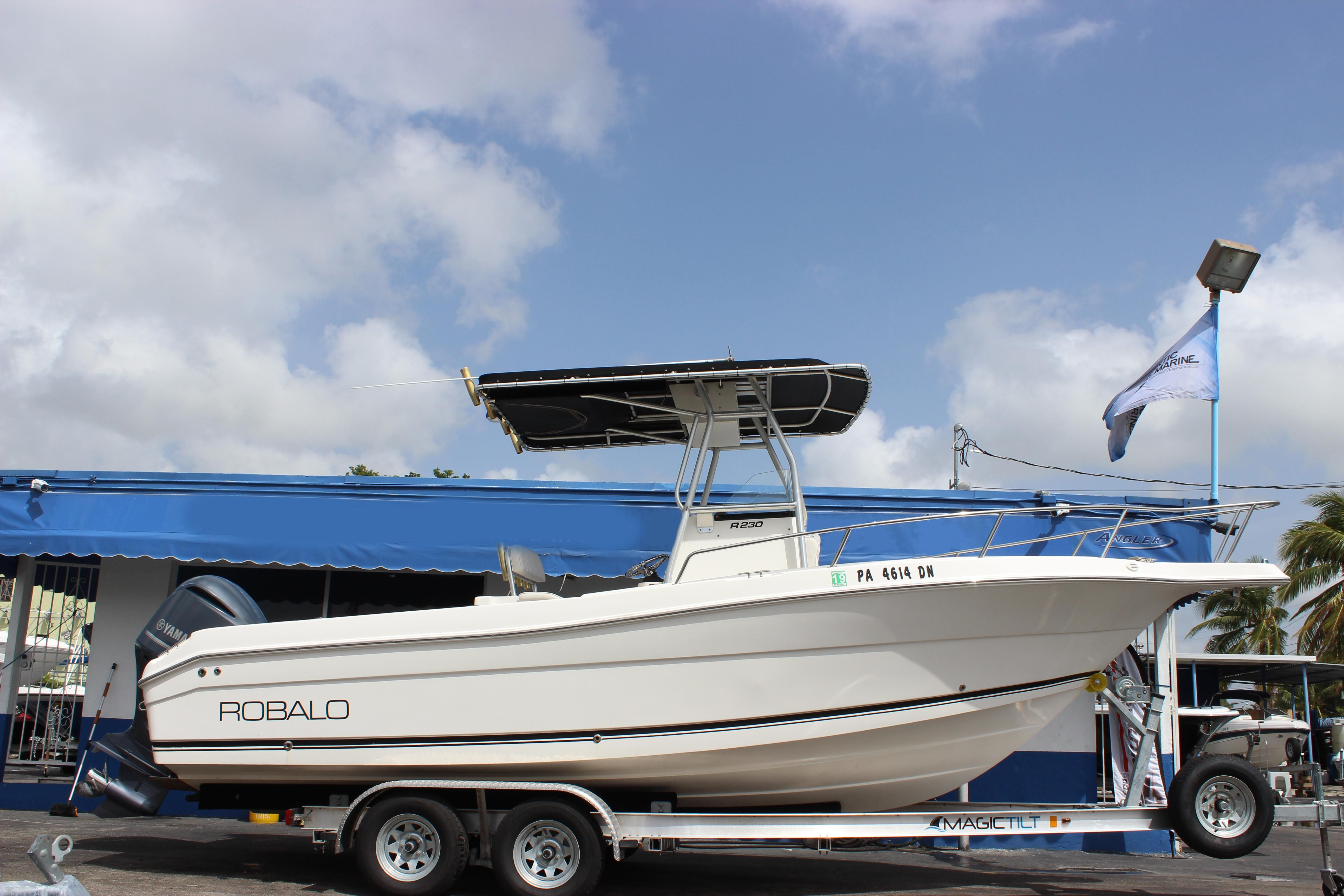2004 robalo r 230 center console power boat for sale www for Robalo fish in english
