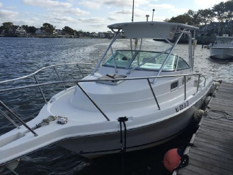 2004 Robalo 235 Walk Around