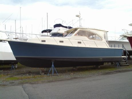 2004 Mainship Pilot 34 Sedan