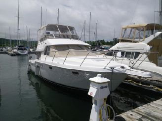 1998 Carver Yachts 370 Voyager