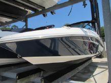 2017 Sea Ray 220 Sundeck Outboard