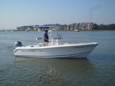 2006 Sea Hunt Triton 207