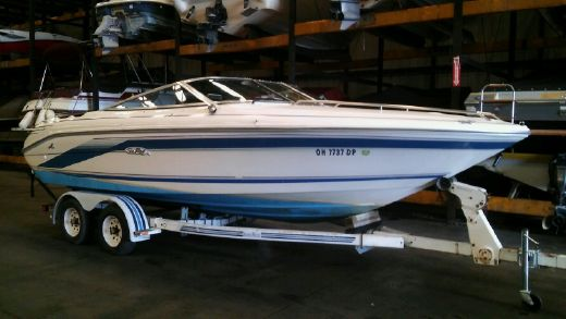 1992 Sea Ray 220 Cuddy Cabin