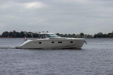 2010 Bavaria Deep Blue 46