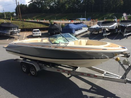 2015 Chris Craft 25 Launch with 380 HP