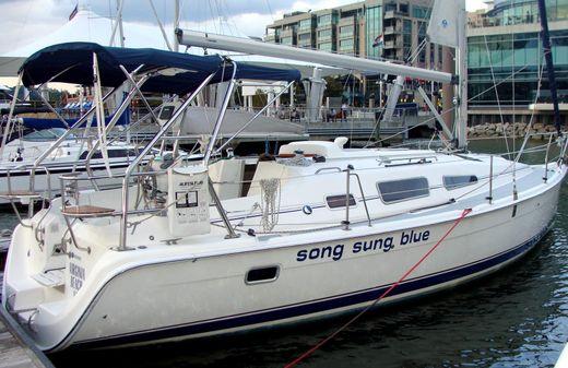 2005 Hunter 33