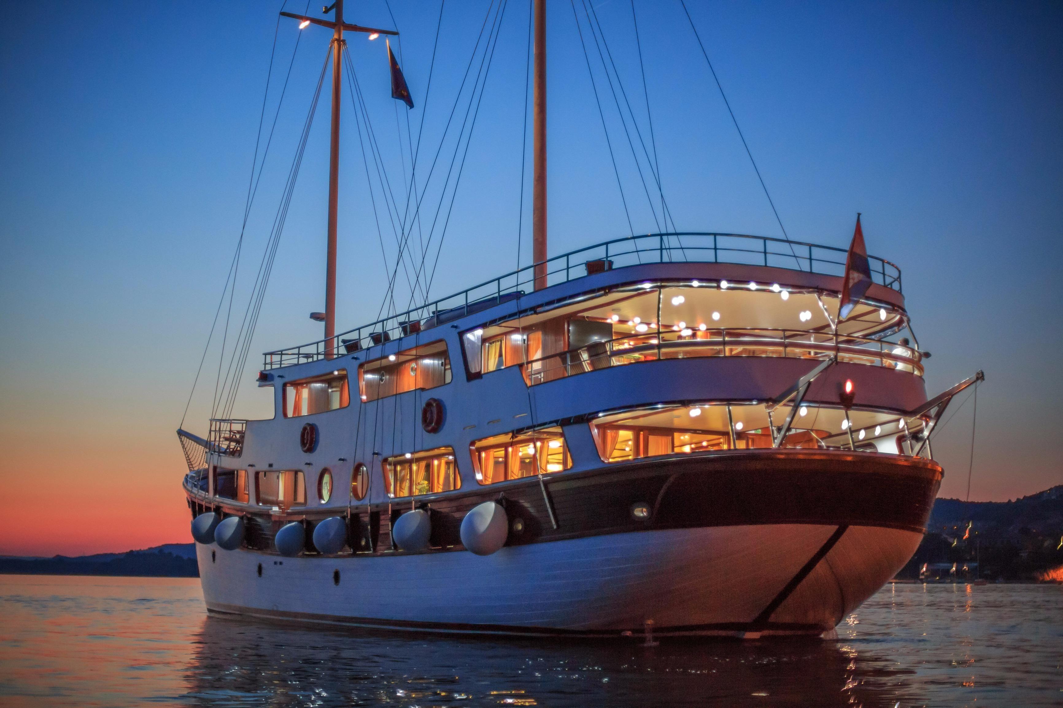 2013 Marina Vinici Wooden Schooner Cruise Ship Power Boat