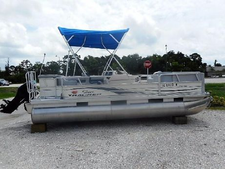 2006 Tracker 21 Party Barge Pontoon Boat