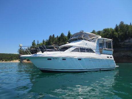 1997 Cruisers 3650 Motor Yacht