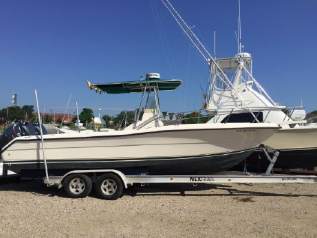 2000 Pursuit 2470 Center Console
