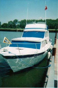 1975 Marinette 32 Sedan Flybridge
