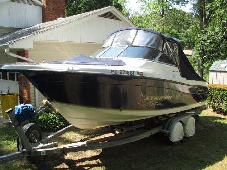 2004 Seaswirl Striper 2101 Dual Console OB