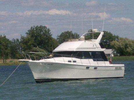 1992 Bayliner 3288 Motoryacht (Re-Powered!)