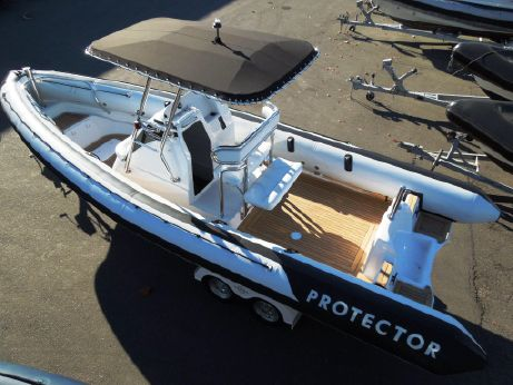 2011 Protector 25 Center Console