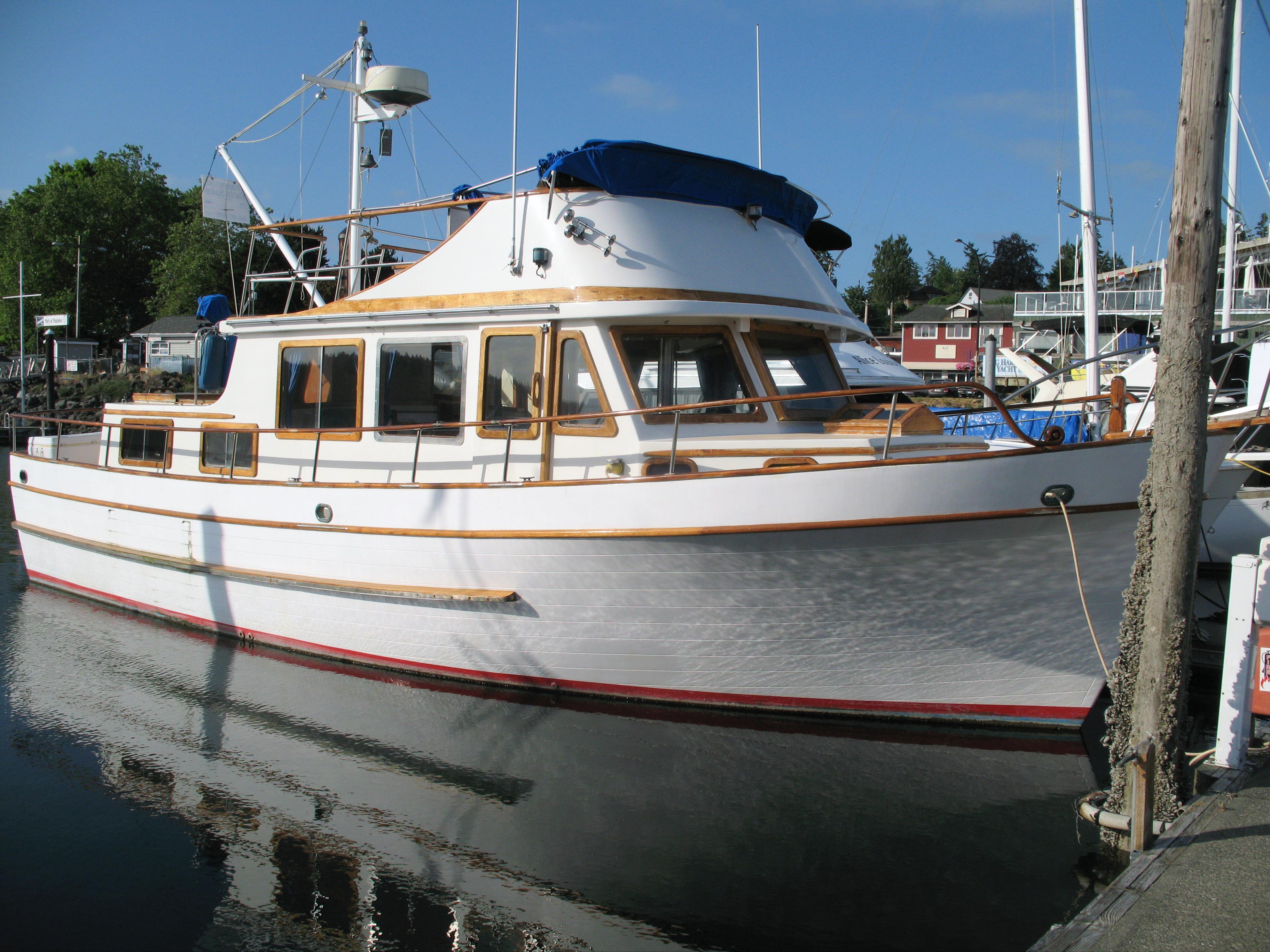 38 ft 1976 defever tri-cabin