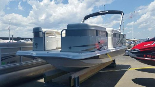 2015 Hurricane Fundeck 216