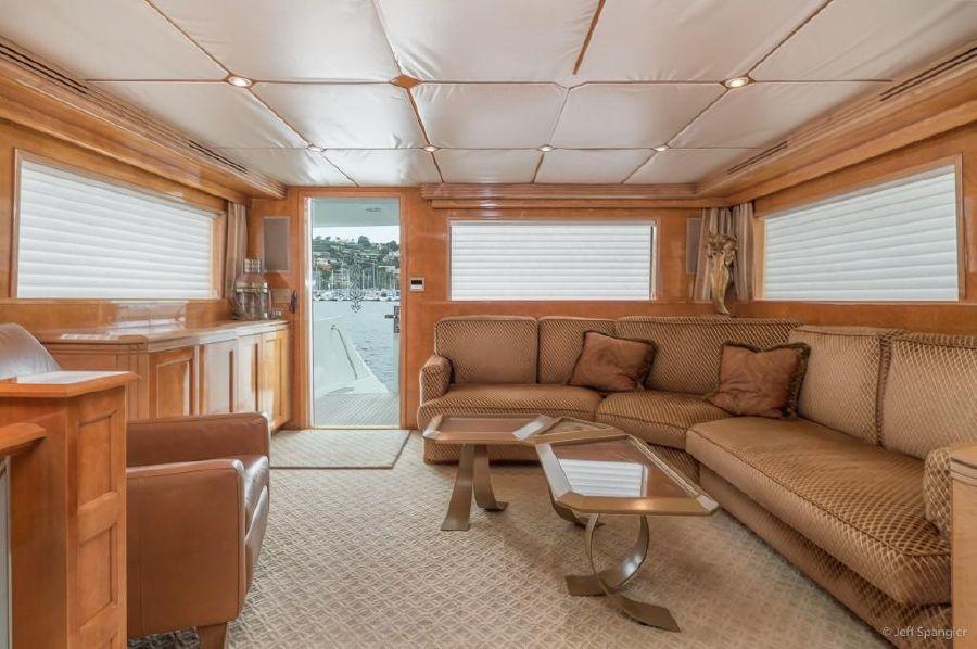 Hatteras 70 Luxury Motor Yacht Salon Interior