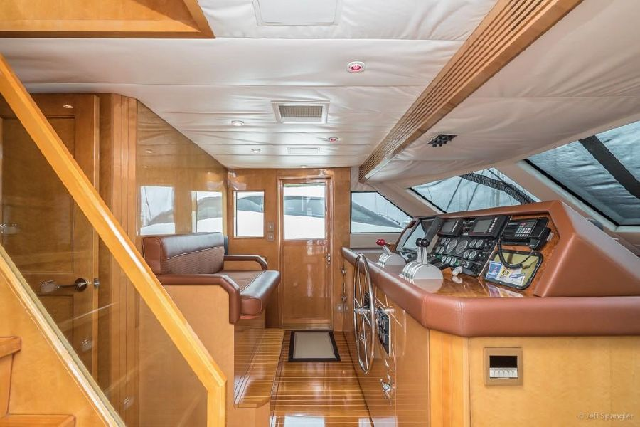 Hatteras 70 Luxury Motor Yacht Pilothouse