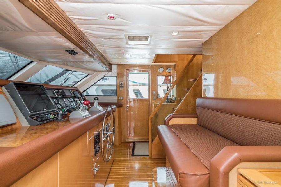 Hatteras 70 Luxury Yacht Pilothouse