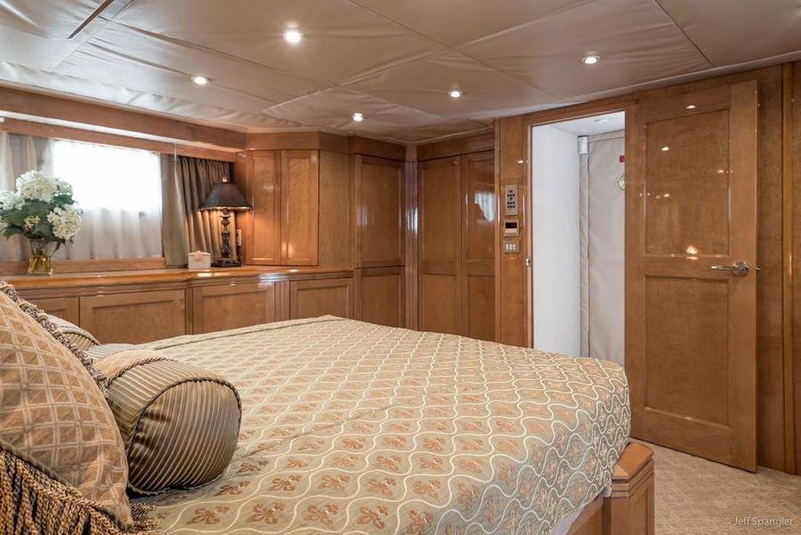 Hatteras 70 Luxury Motoryacht Master Stateroom