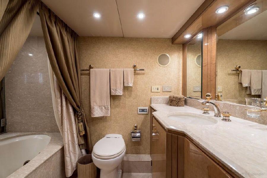 Hatters 70 Motor Yacht Luxury Bathroom