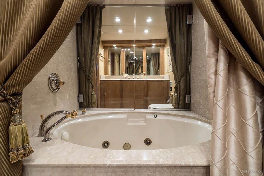 Hatteras 70 Yacht Master Sink