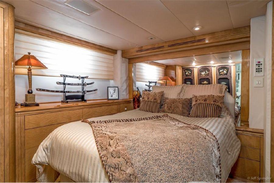 Hatteras 70 Luxury Yacht Guest Stateroom