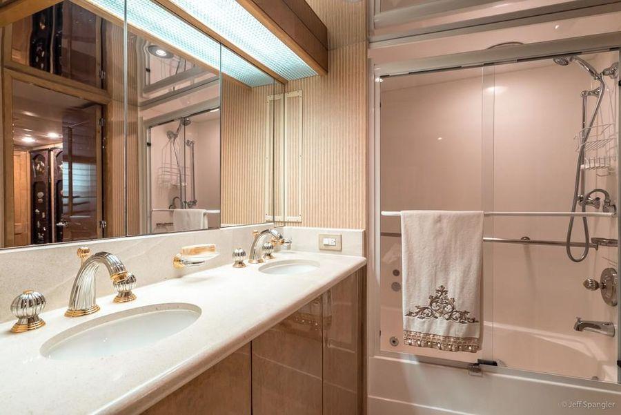 Hatteras 70 Motor Yacht Bathroom
