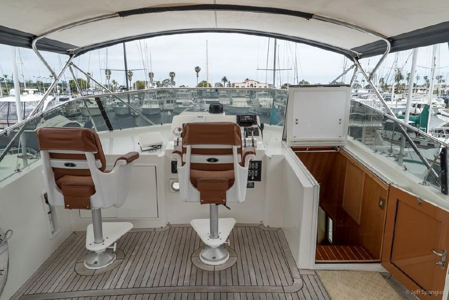 Hatteras 70 Motor Yacht Flybridge