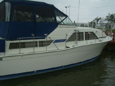 1977 Chris-Craft 35 Double Cabin