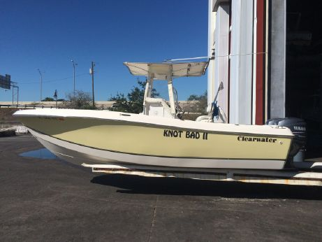2007 Clearwater 2200 Center Console