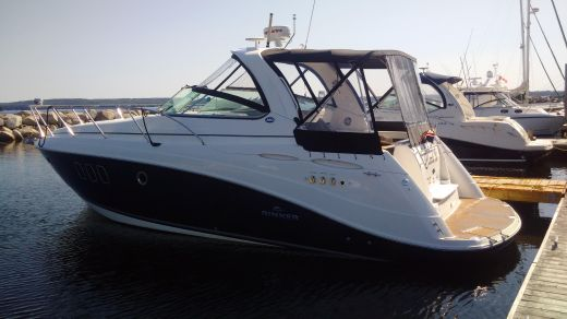 2009 Rinker 360 Express Cruiser