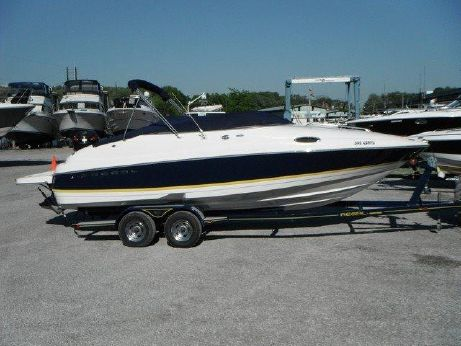 2004 Regal 2450 Cuddy