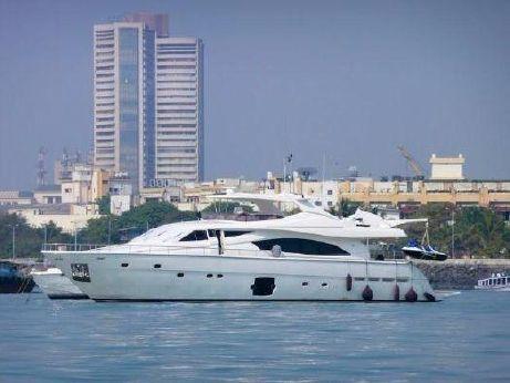 2006 Ferretti Yachts 881