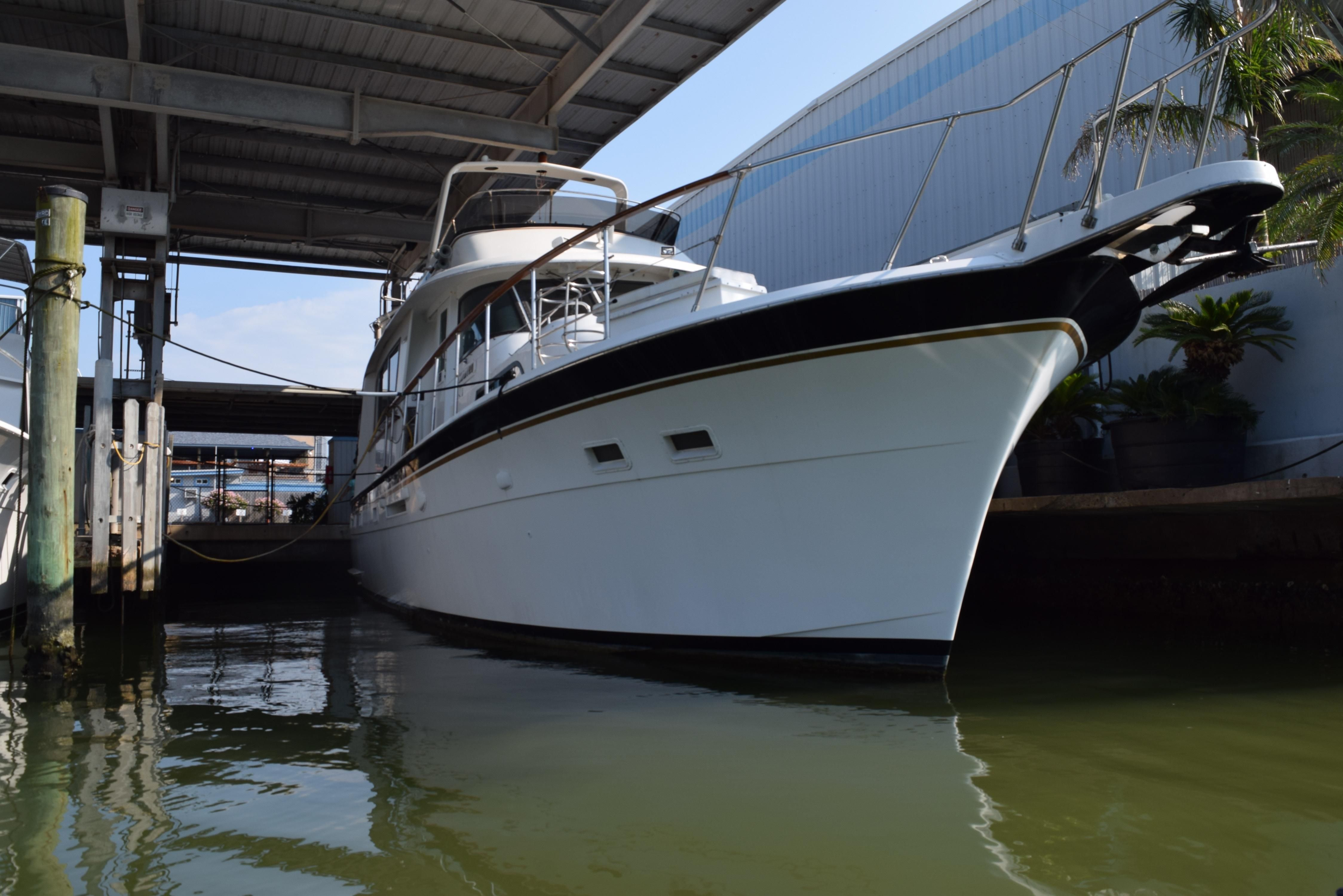 1980 hatteras motor yacht power boat for sale www for Large motor yachts for sale