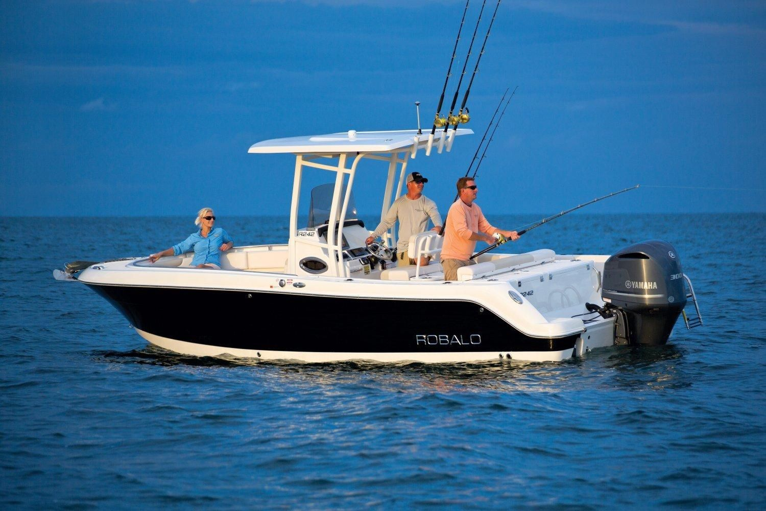 2017 robalo r242 center console 2017 power boat for sale for Robalo fish in english