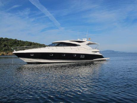 2013 Riviera 5800 Sport Yacht
