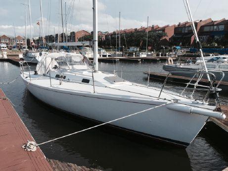 1999 J Boat 105