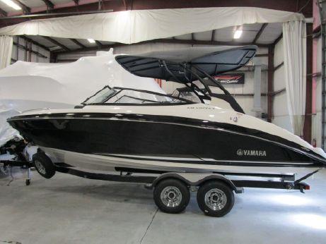 2018 Yamaha Boats 242 Limited SE