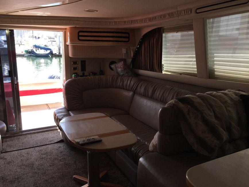 Sea Ray 480 Sedan Salon Interior