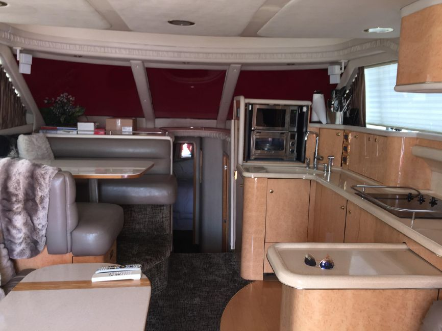 Sea Ray 480 Sedan Salon Galley